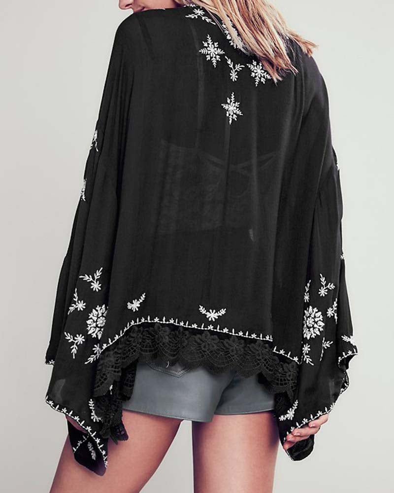 Vintage Embroideried Scalloped Crochet Trimmed Kimono
