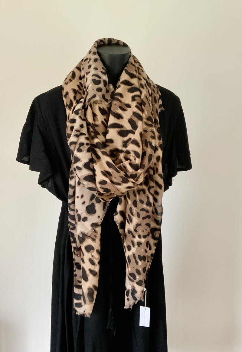 SCARF- SPLICE OF LEOPARD