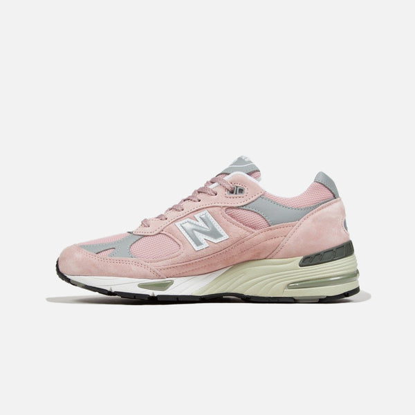 991 Made in England New Balance trainer in shy pink blues store www.bluesstore.co