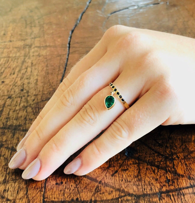 green emerald ring, engagement ring, jewellery designers sydney