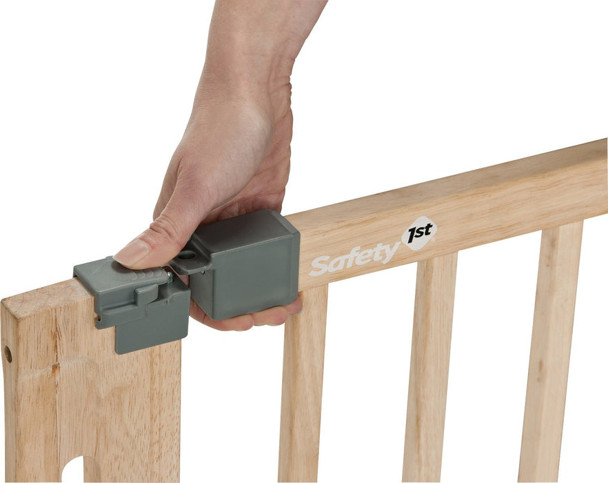 Safety 1st Easy Close Safety Gate Made from Wood / Pressure Fit / Natural
