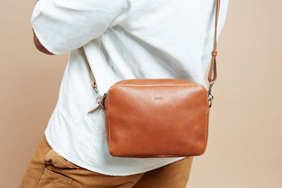 PARK Crossbody Bag CB04 Brown, scenery