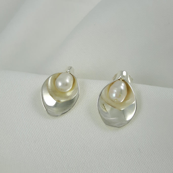 Calla Lily White Pearl Stud Earrings