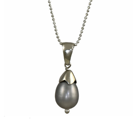 Lilith Grey Pearl Pendant