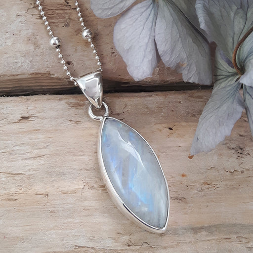 Monet Moonstone Med Pendant Oval B