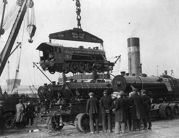 Airborne engine (Print 1933 NBL AT STOBCROSS QUAY )