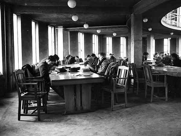 Quiet, please... (Print 1951 GLASGOW UNIVERSITY READING ROOM)