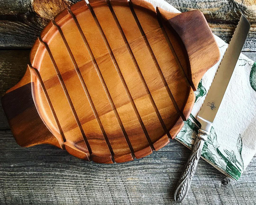 "Vagabond House Round Bread Board With Pewter Wheat Knife 14"" Wide x 11"" Long"