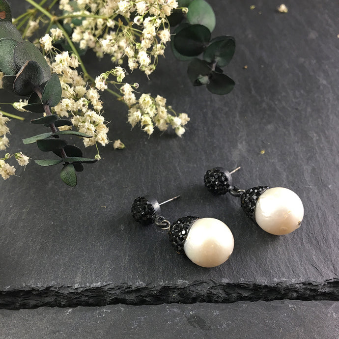 G109E BAROQUE PEARL AND BLACK CRYSTAL EARRINGS