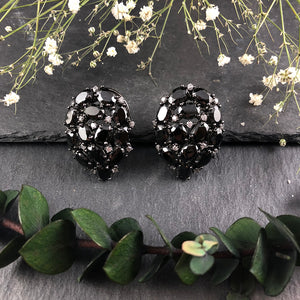 OP9E BLACK PEAR-SHAPED CRYSTAL STUDS