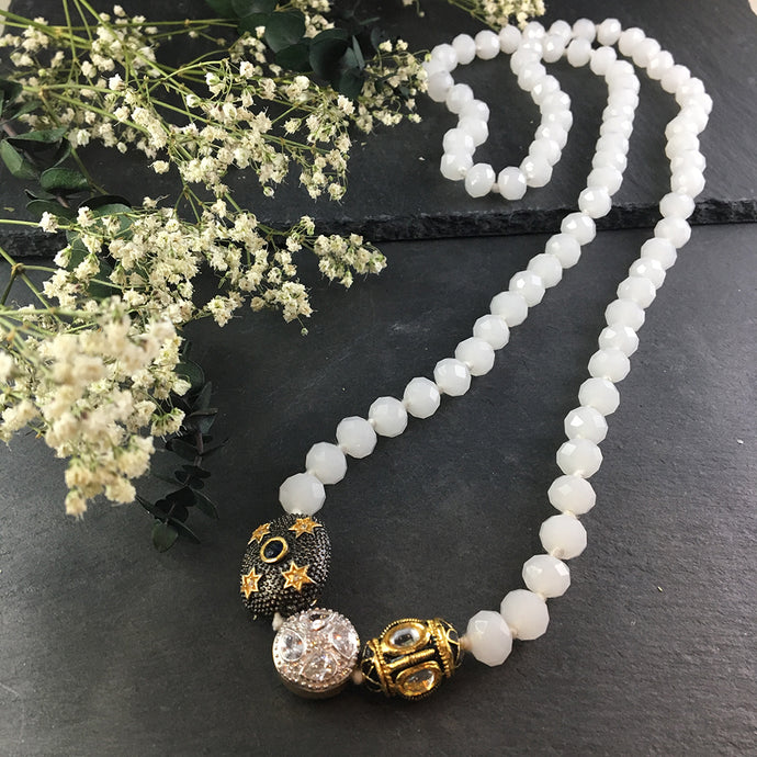 PP1961A GREY KNOTTED BEAD NECKLACE WITH THREE PENDANTS