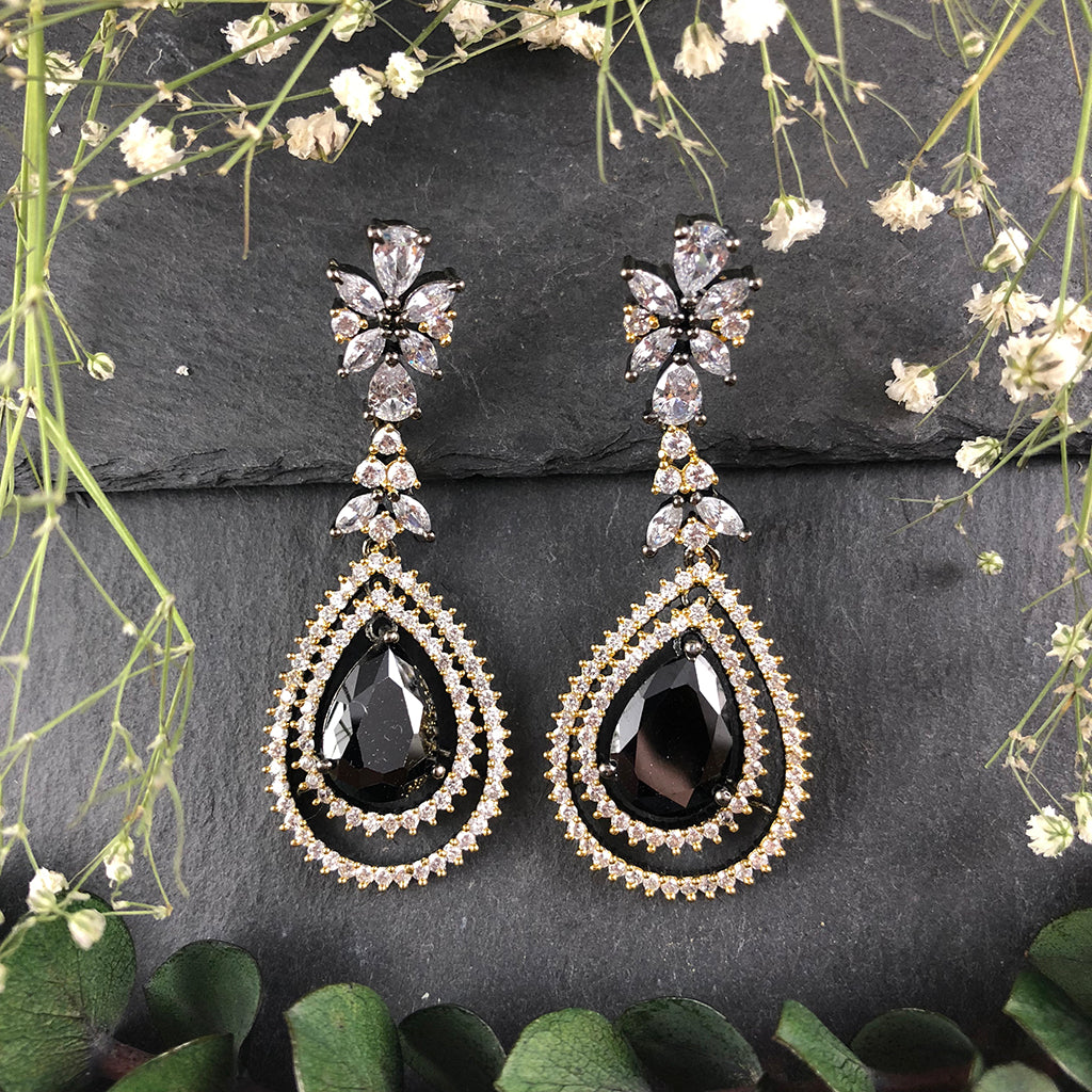 SG1475E BLACK AND CLEAR CRYSTAL TEARDROP EARRINGS