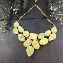 SG1591 CHARTREUSE RAW CRYSTAL STONE NECKLACE