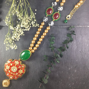 TD423 RED AND GREEN LONG MEENA NECKLACE