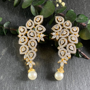 SG1434E LEAF CLUSTER CZ AND PEARL EARRINGS