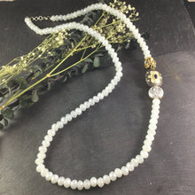 PP2710 WHITE BEAD WITH SIDE ACCENT NECKLACE