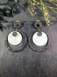 TD713E EARRING BLACK HEMATITE AND MOP