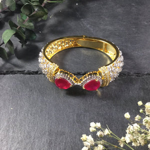 PP2580B Goldtone and Pear-shaped Ruby Stone Bracelet
