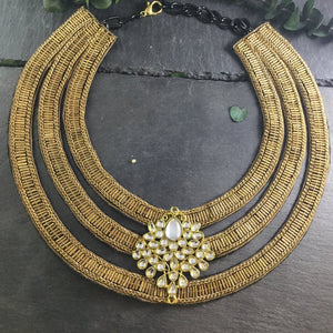 SE169 TRIPLE ROW ANTIQUE GOLD WEAVE NECKLACE WITH CENTER KUNDAN PENDANT
