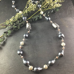 PP2711 SINGLE LINE GREY BAROQUE MOTHER-OF-PEARL NECKLACE