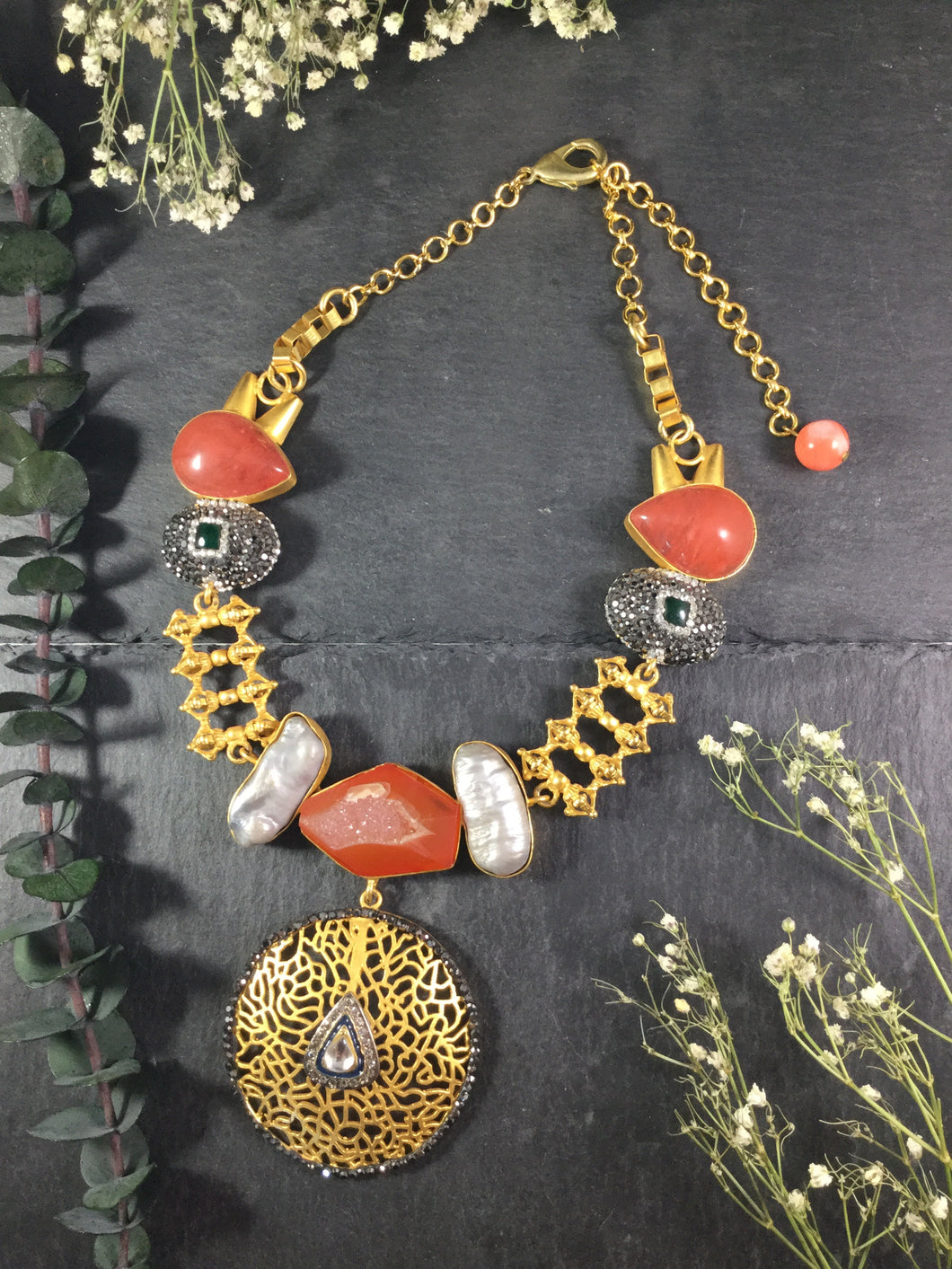 TD712 GLAMOUR CORAL AND BAROQUE SHORT NECKLACE WITH GOLD FILIGREE PENDANT
