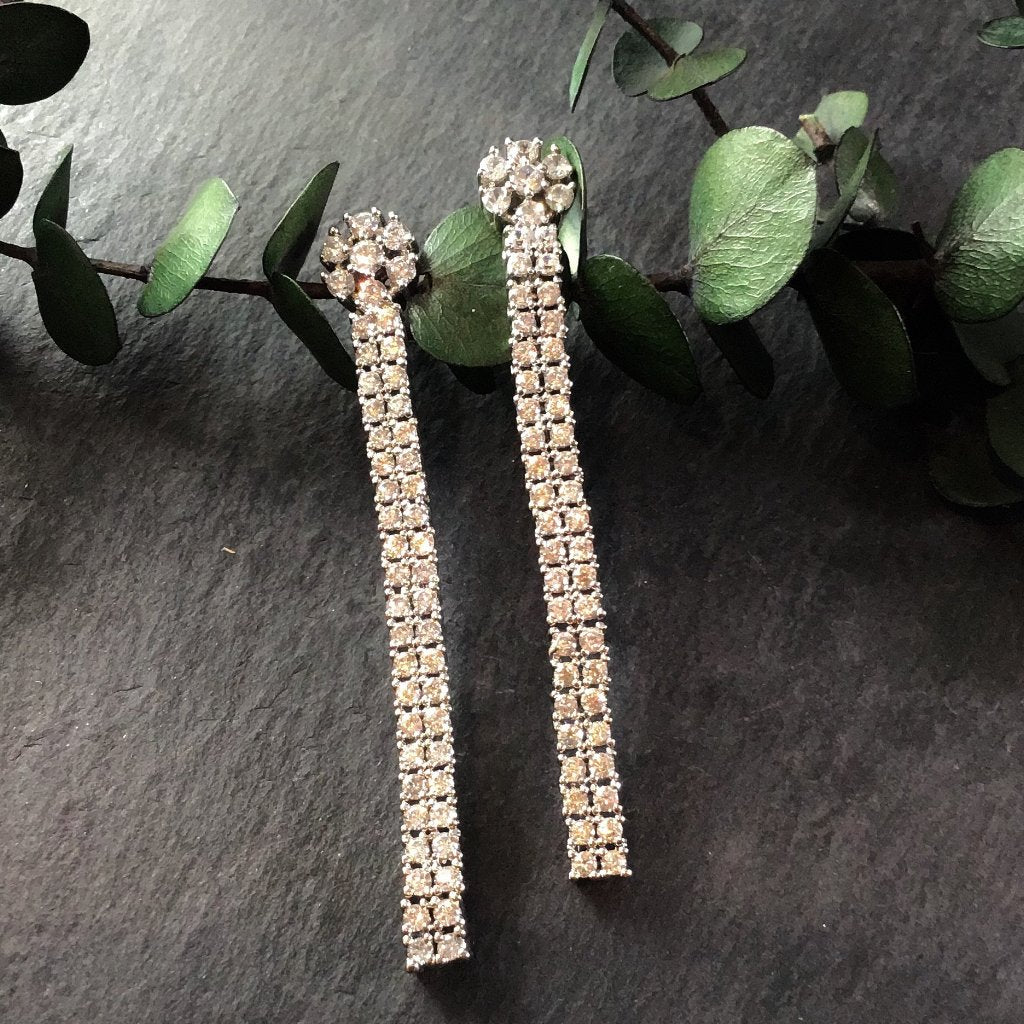 PP2818E LONG LINE CRYSTAL EARRINGS