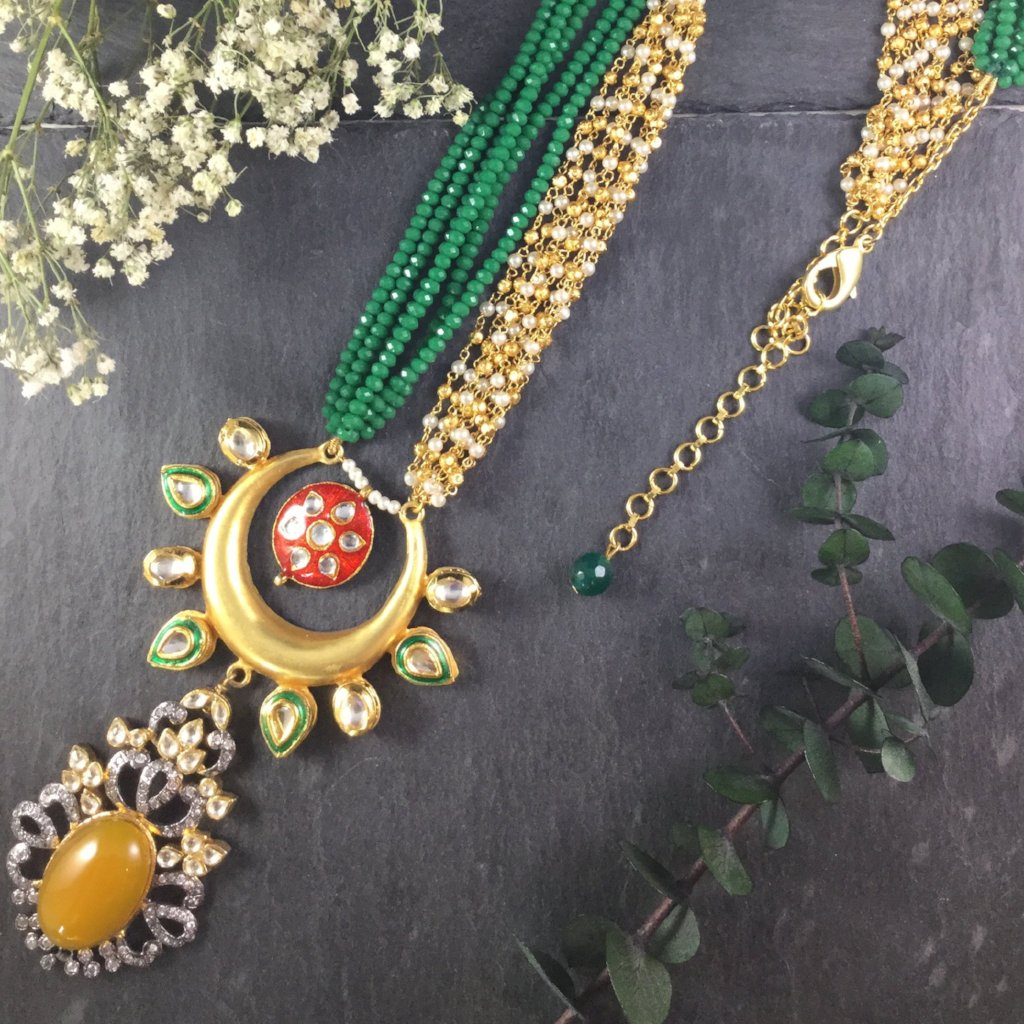TD460 GREEN AND YELLOW VINTAGE NECKLACE