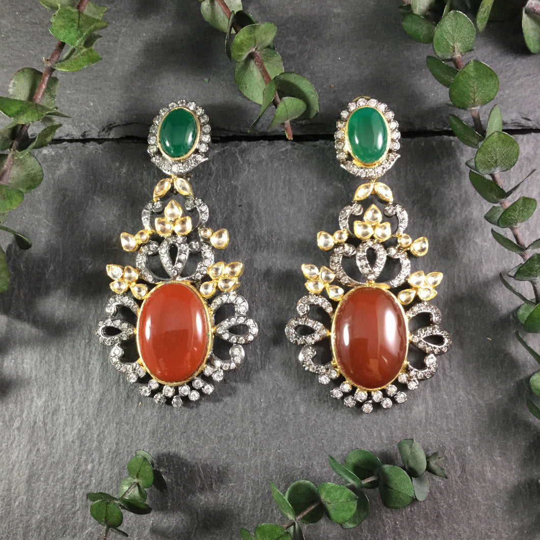 TD951 EARRING RED AND GREEN VICTORIAN
