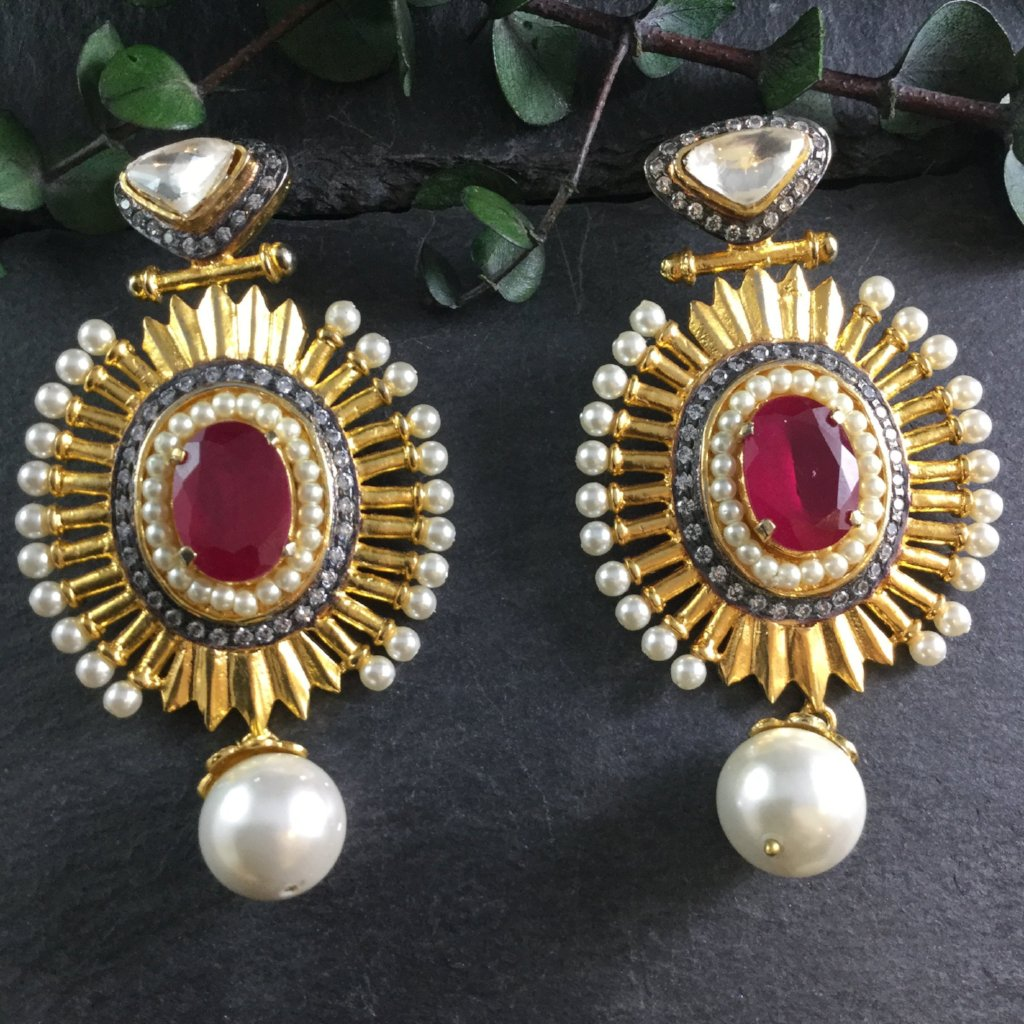 SG1816E GOLD AND RUBY OVAL STATEMENT EARRINGS