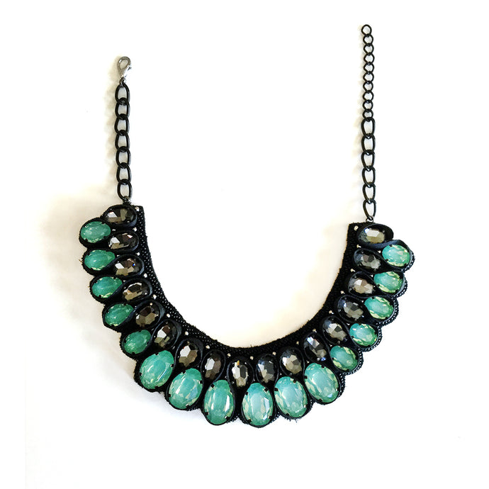 SE118 MINT GREEN AND BLACK CRYSTAL WEAVE NECKLACE