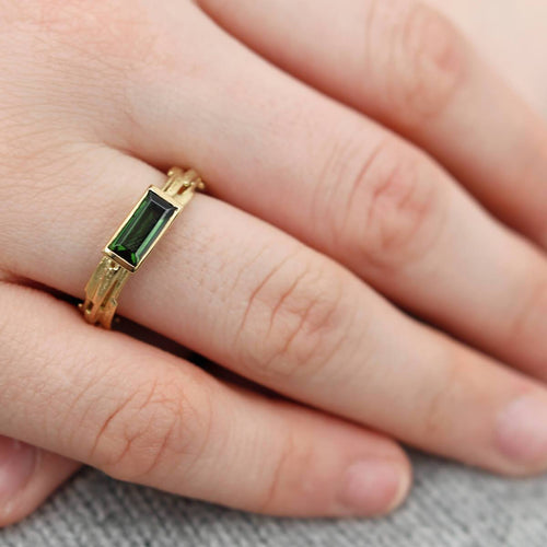 18kt Yellow Gold Elegant Green Tourmaline Ring