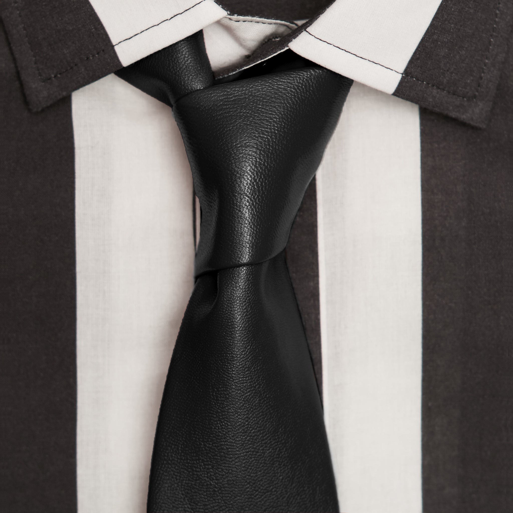 PITCH-BLACK LEATHER TIE
