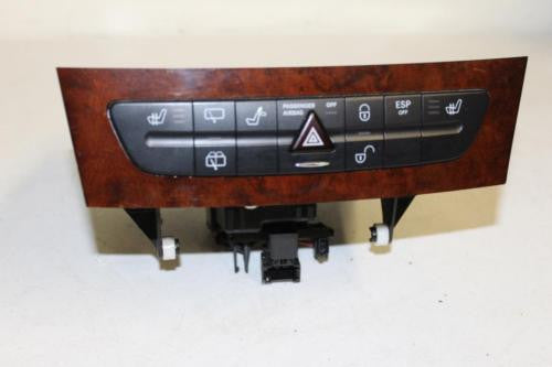 2006 Mercedes E500 CD Changer Case Hazard Heated Seat Switches A 211 680 05 52