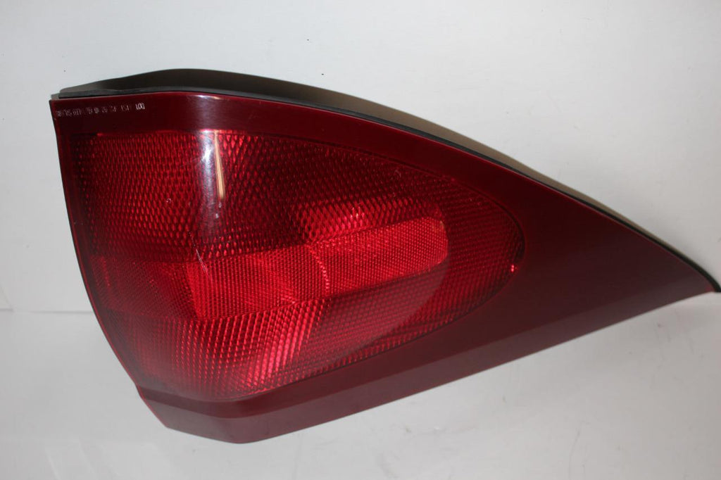 2004-2007 BUICK RENDEZVOUS DRIVER SIDE REAR TAIL LIGHT 28615
