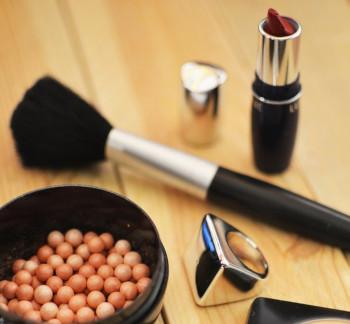 DO YOU KNOW WHAT CHEMICALS GO INTO YOUR MAKE-UP?