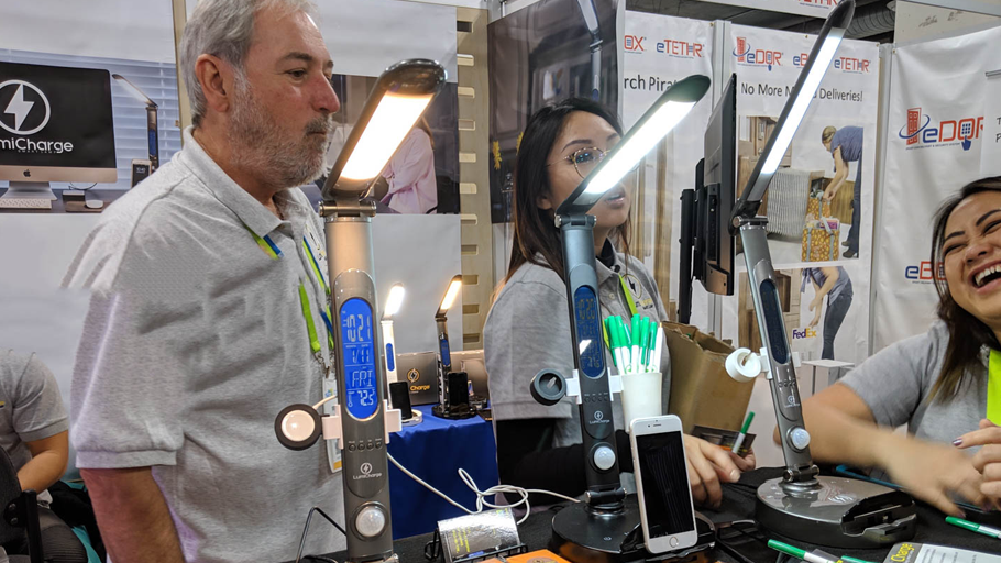 CES 2019: LumiCharge is the desk lamp that I would love to have