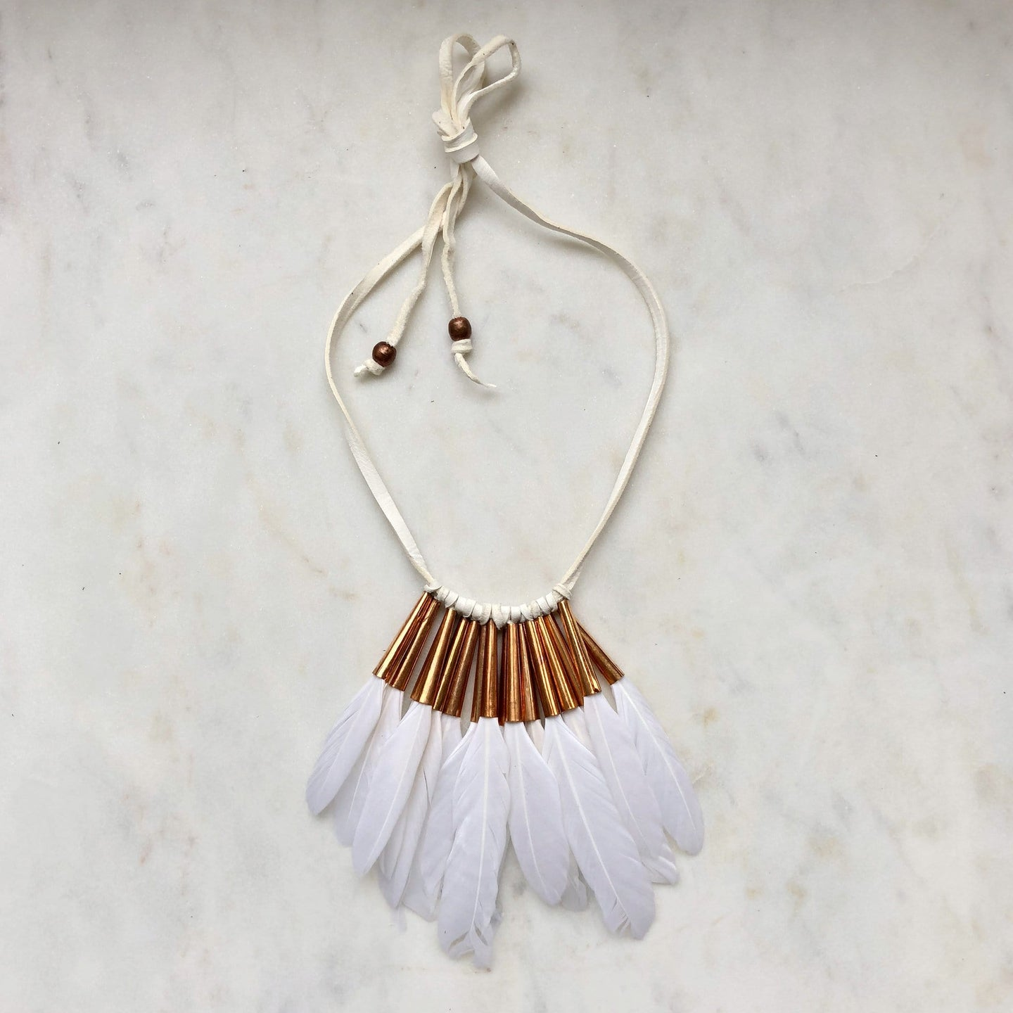 Quarter Feather Collar in white