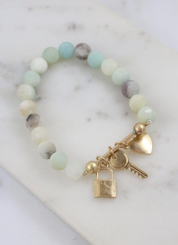 Daryl Beaded Bracelet With Bar And Charms Mint - Caroline Hill