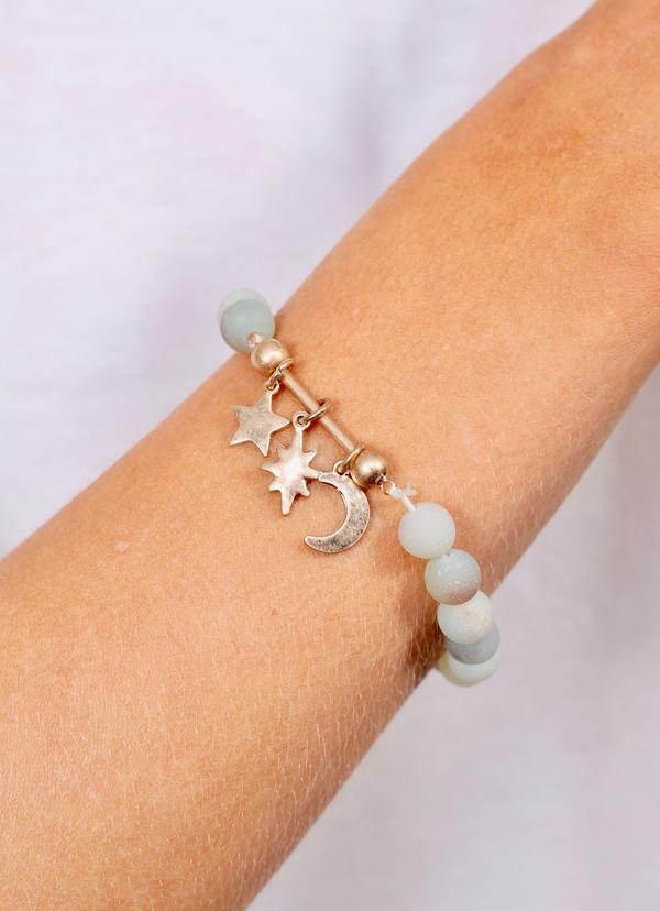 Juni Beaded Bracelet With Bar And Charms Mint - Caroline Hill