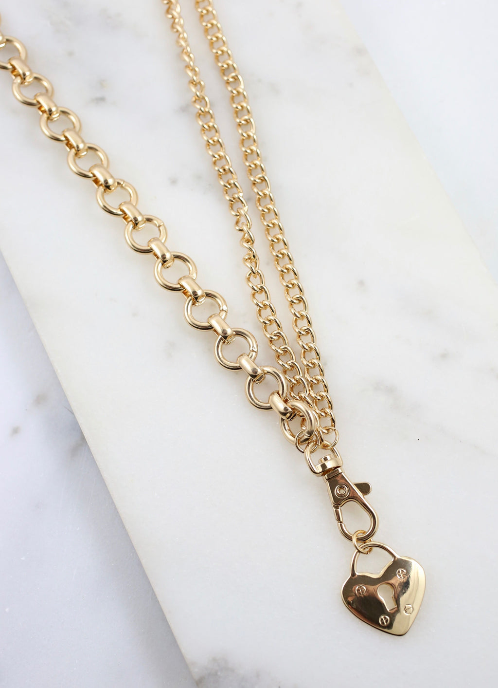 Lange Link Necklace with Heart Charm Gold - Caroline Hill