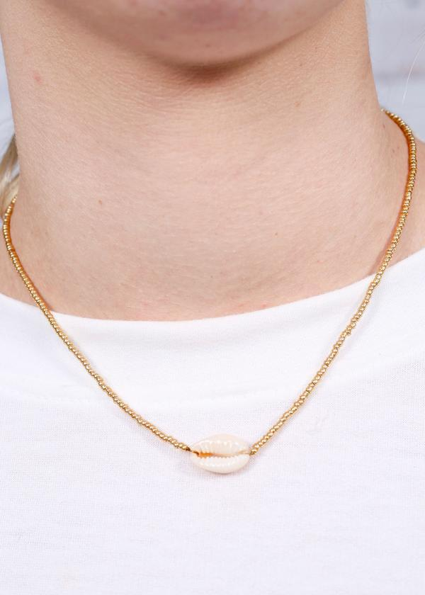 Yara Shell Short Necklace Gold - Caroline Hill