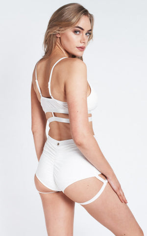 Lure You high waist garter shorts – White
