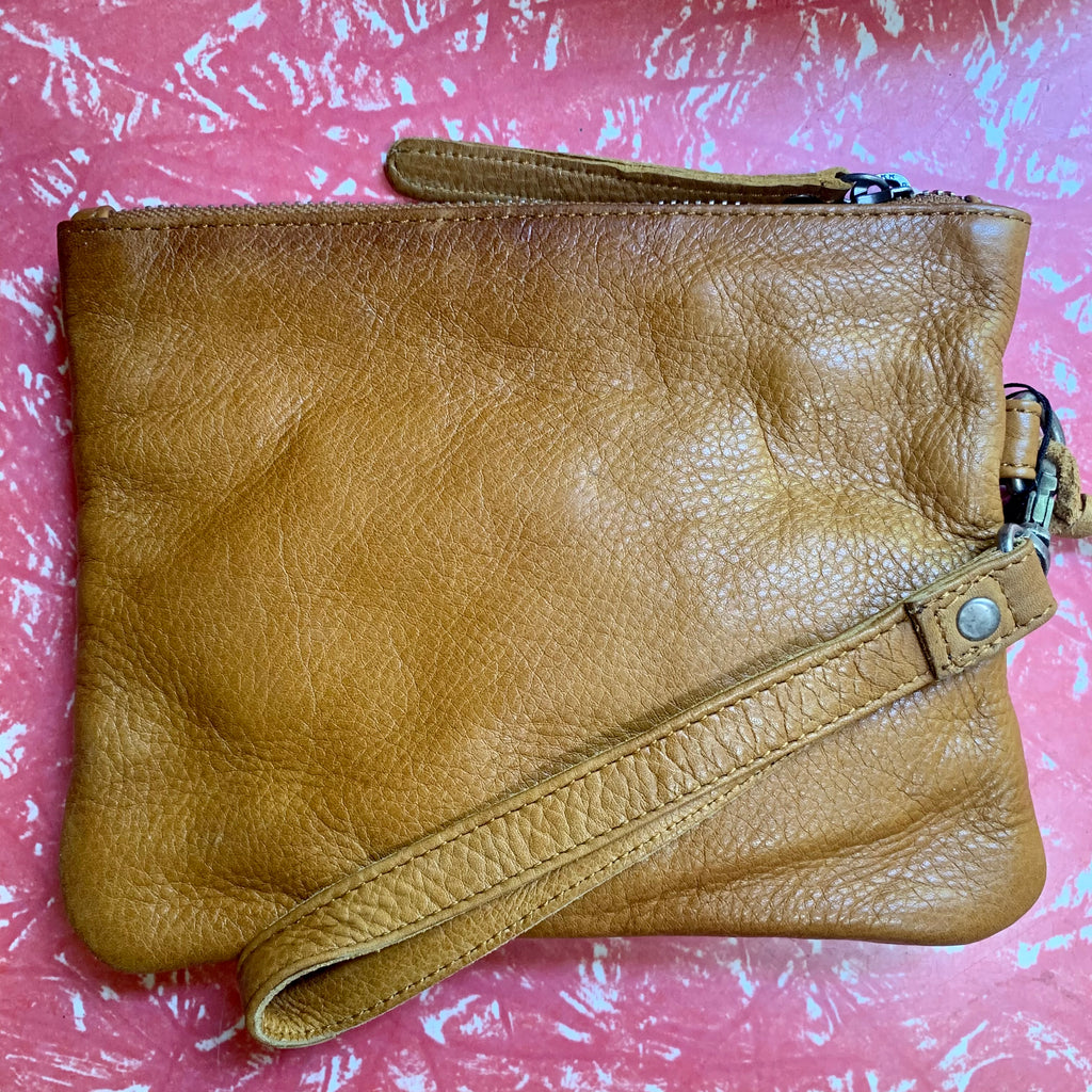 Rugged Hide Gili Purse, Tan