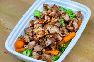 BBQ Chicken Thighs with broccoli and carrots NEW