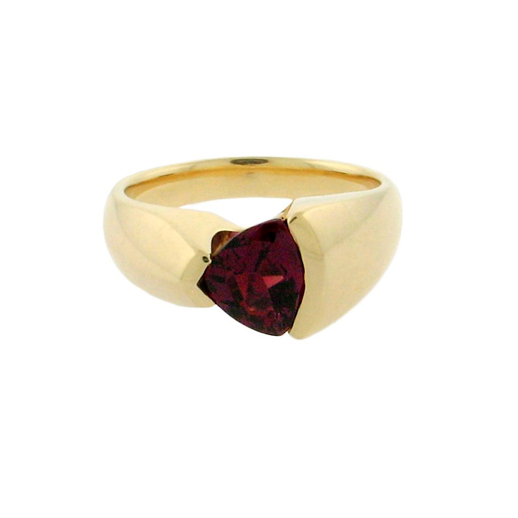 1.67 ct red spinel   14 k yellow gold ring
