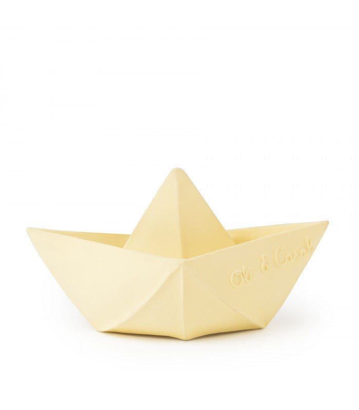 Oli & Carol Origami Boat Vanilla. This Eco-friendly boat creates endless fun for babies and kids. Entertaining them in the bathtub and enlightening their senses wherever they go. Set sail and let the Origami Boat float around during bath time