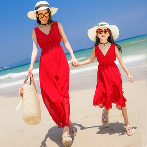 2018 Summer Family Matching Outfits Mother Daughter Long Beach Dresses Red Thin Seaside V Neck Women Holiday Dress