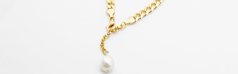 Curb Chain Bracelet With Large Pearl
