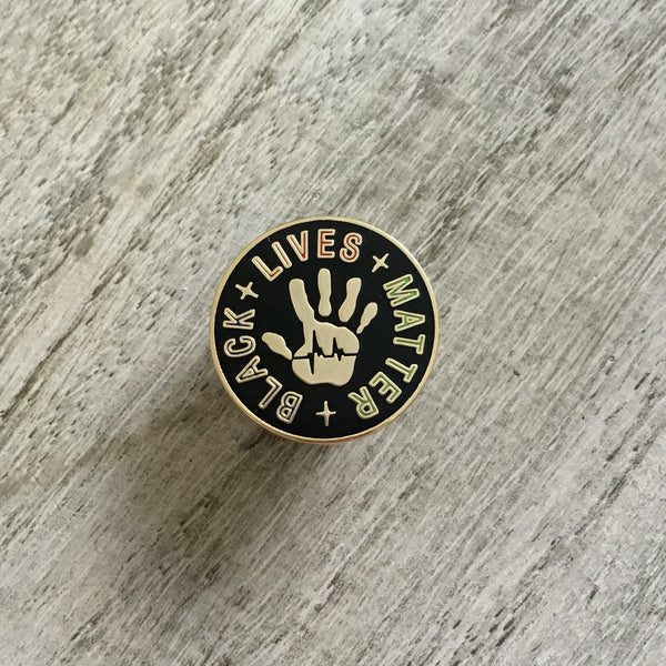 Black lives matter hand pin