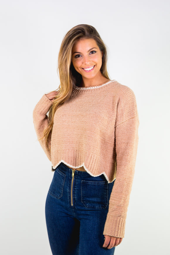 KNITTED CROPPED LONG SLEEVE SWEATER WITH SCALLOP HEM